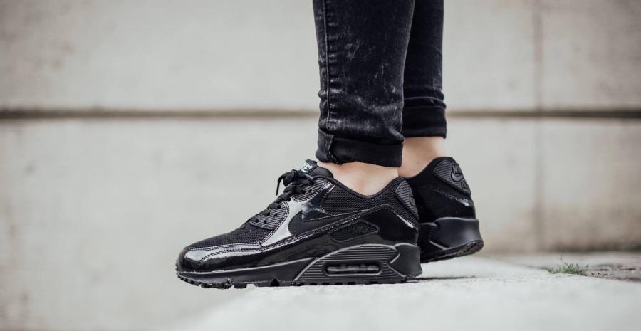 10 Sepatu Sneakers Hitam Wanita Terbaik untuk Tampil Klasik dan ... 67003b2170