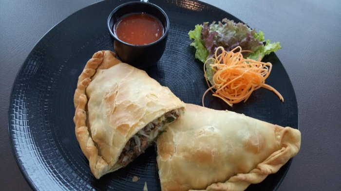20 Makanan Dan Minuman Khas Makassar Populer Tokopedia Blog
