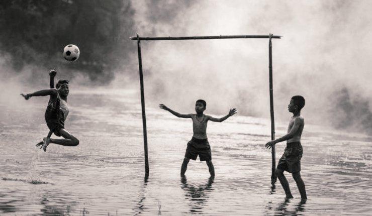 sejarah sepak bola dunia / indonesia