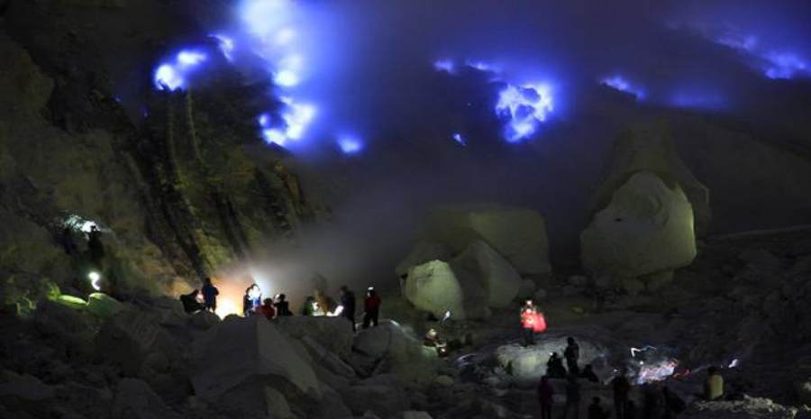 Fenomena Api Biru Kawah Ijen