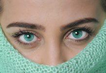merk softlens terbaik untuk mata sensitif
