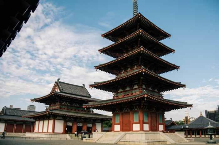 Kuil Shitennoji - Objek wisata di Osaka