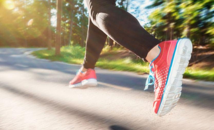 Hasil gambar untuk Panduan Cepat Untuk Membeli Sepasang Sepatu Lari