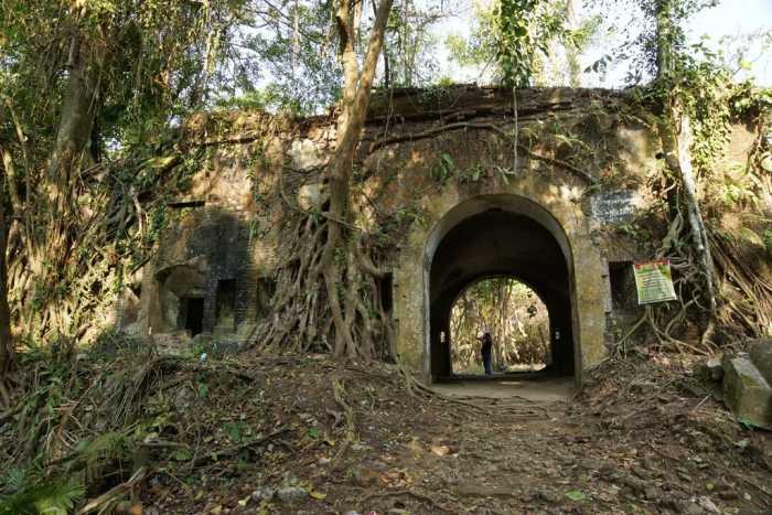 Benteng Karang Bolong - Objek Wisata di Cilacap