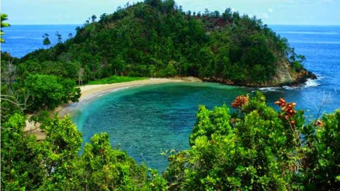 Pantai Pasir Enam - Destinasi Wisata Pantai di Jayapura