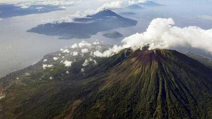 Gunung Gamalama - Destinasi Wisata di Ternate Populer