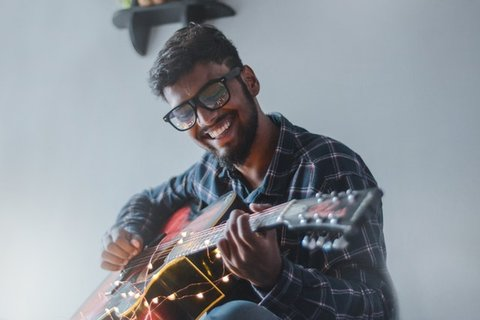 buka kursus musik untuk uang tambahan melunasi hutang