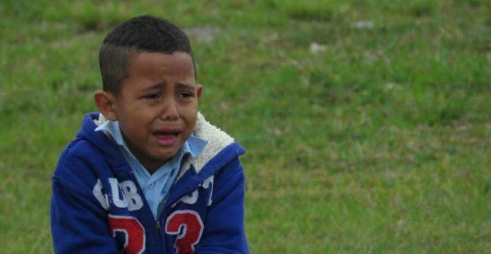 Cara mengatasi anak tantrum di tempat umum