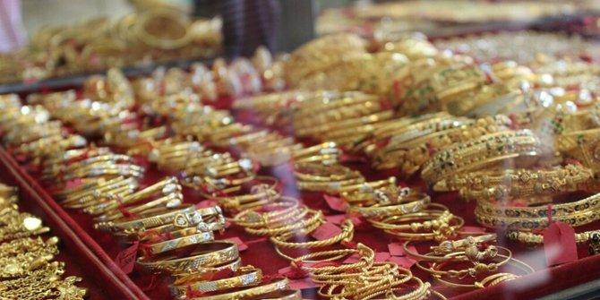 toko emas memiliki alat untuk mengukur cincin yang sesuai jari kita