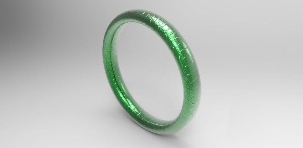 cincin emas dengan warna hijau