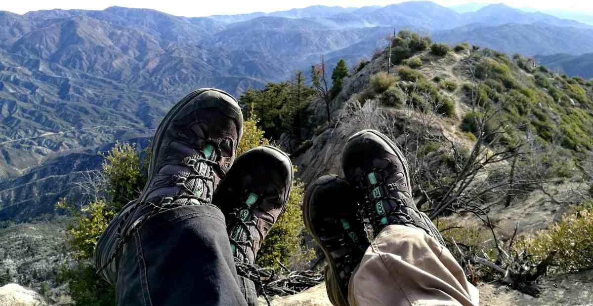 15 Merk Sepatu Hiking Dan Trekking Terbaik