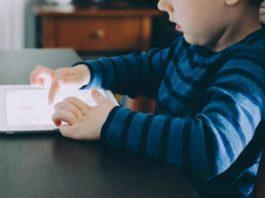 Anak Kecanduan Main Gadget