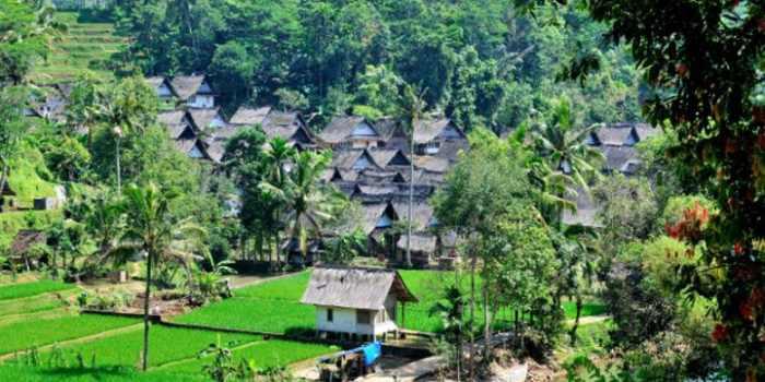 Desa Adat dan Wisata di Indonesia