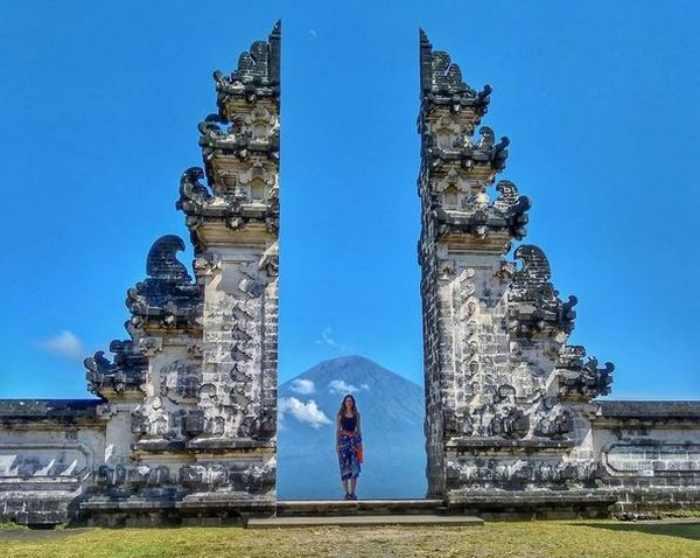 Menyusuri 12 Pura di Bali Paling Ikonik