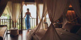 traveling atau staycation
