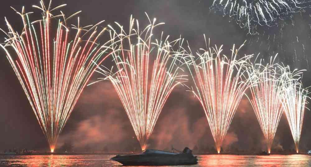 pesta kembang api malam tahun baru di ancol