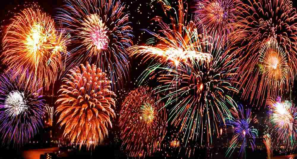 pesta kembang api malam tahun baru