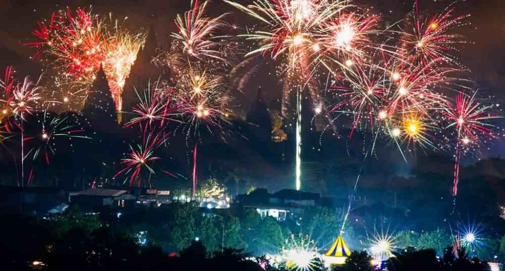 pesta kembang api malam tahun baru di spot foto riyadi