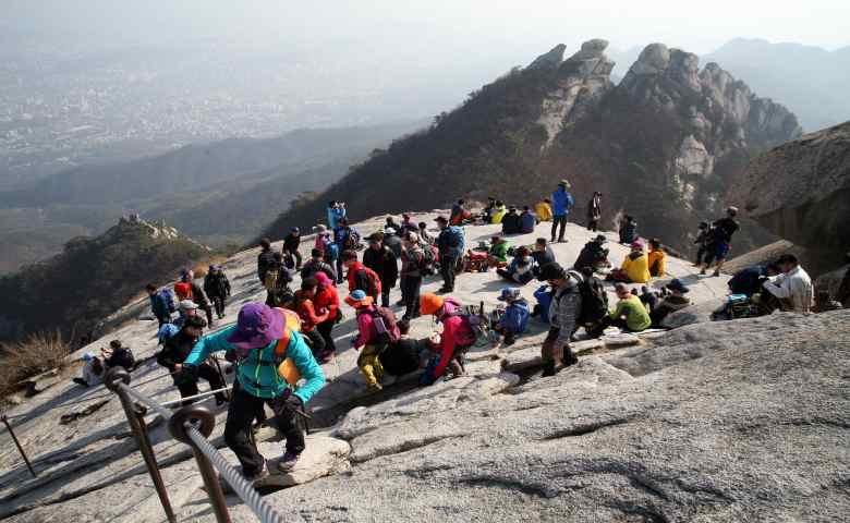tempat wisata alam di korea selatan  Taman Nasional Bukhansan