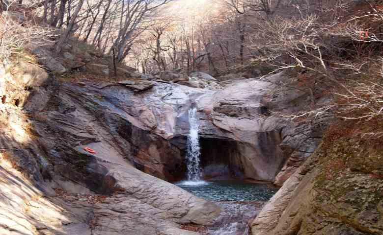 tempat wisata alam di korea selatan . Air Terjun Yongso