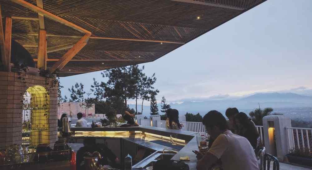 tempat makan romantis di bandung Orofi Cafe