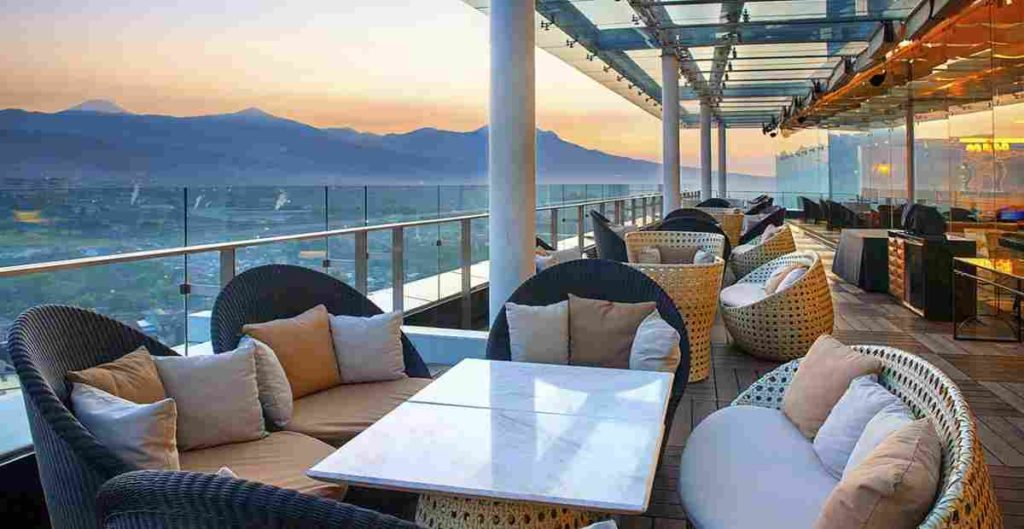 tempat makan romantis di bandung The 18th Restaurant & Lounge