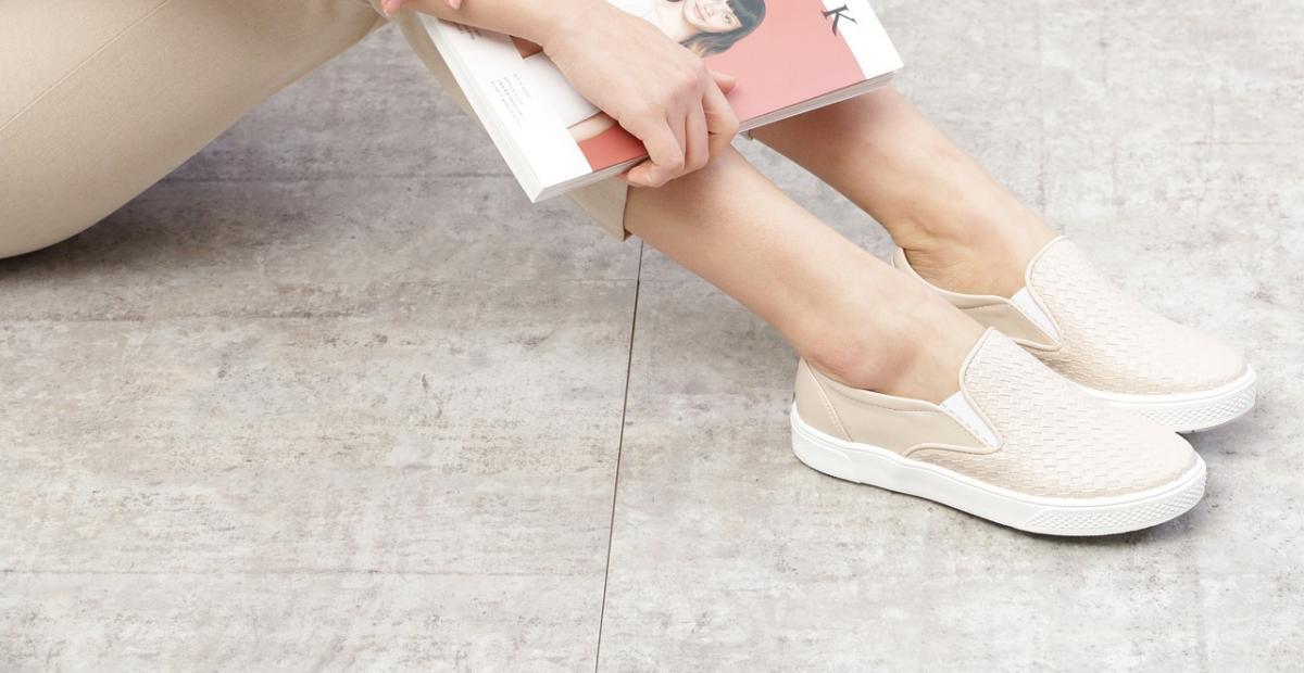 10 Rekomendasi Sepatu Slip On Wanita Terbaik Nyaman Stylish