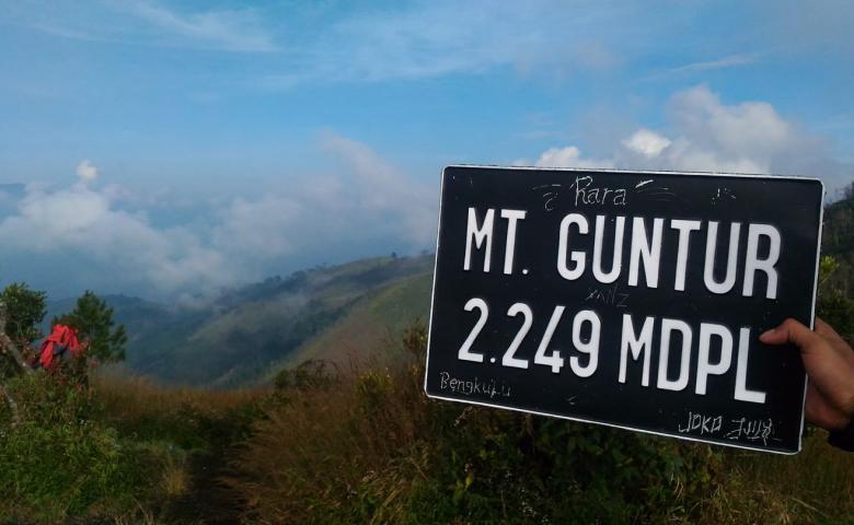 tempat wisata garut Gunung Guntur