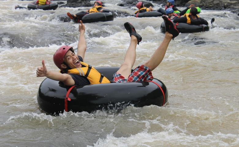 tempat wisata garut Sungai Cikaengan