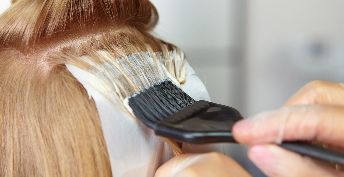 Cara Mewarnai Rambut Sendiri di Rumah Agar Tidak Gagal