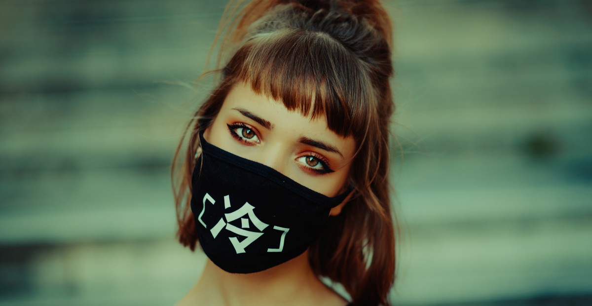 3 Cara Membuat Masker Kain Tanpa Mesin Jahit Perca Hingga Baju Bekas