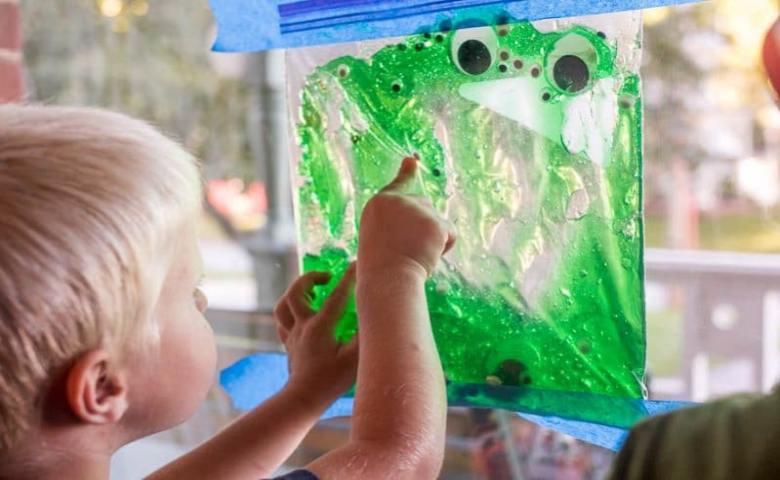sensory play permainan sensori
