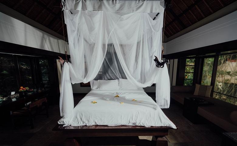 Dekorasi Kamar Pengantin dengan Kelambu atau Tirai