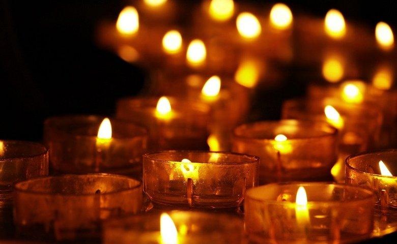 Tambahkan Lilin Romantis