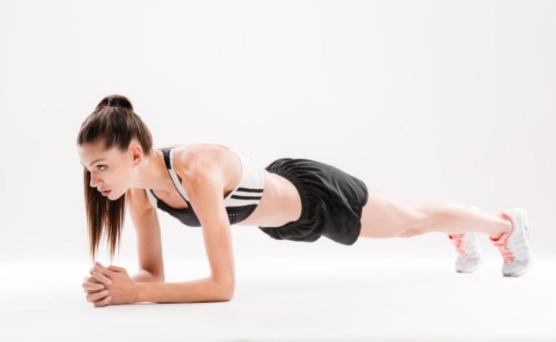 latihan plank lebih efektif bikin perut rata