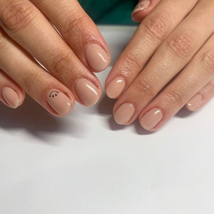 Simple Smiley Nail Art