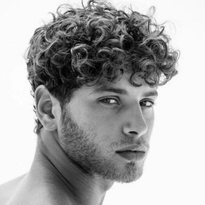 model rambut ikal pria