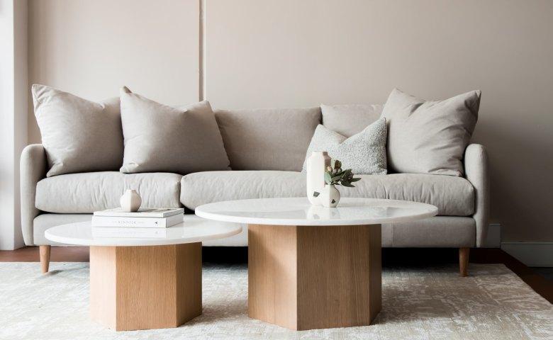 Kursi Sofa Minimalis dengan Kaki Kayu