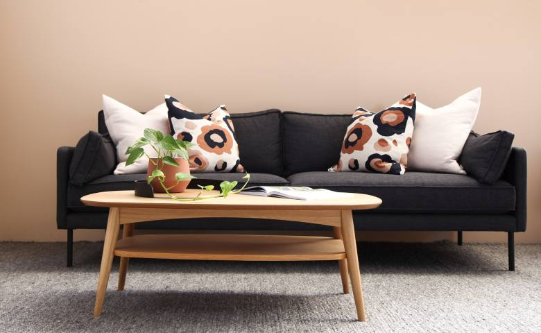 Sofa Berwarna Gelap