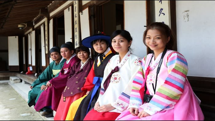 Hanbok Experience in Myeongdong - Background