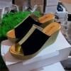 Sepatu Wanita Wedges Kokop Hitam Strip Gold