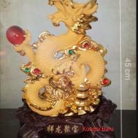 Patung naga emas