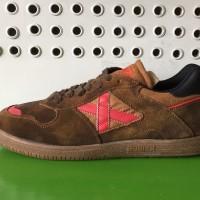Sepatu futsal x Munich suede brown