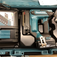 MESIN TEMBAK PAKU MAKITA DPT 353 RME / MAKITA CORDLESS PIN NAILER