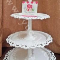 WHITE-Arniss Cupcake Tiers