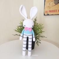 Boneka rajut bunny biru muda
