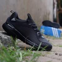 Sepatu untuk pria dewasa/hitam polos/adidAs alphabounce
