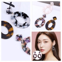 Anting Oval acrylic earrings 037C48R