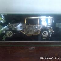 Hiasan Meja Mobil Antik