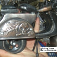 Miniatur Vespa Dari Logam